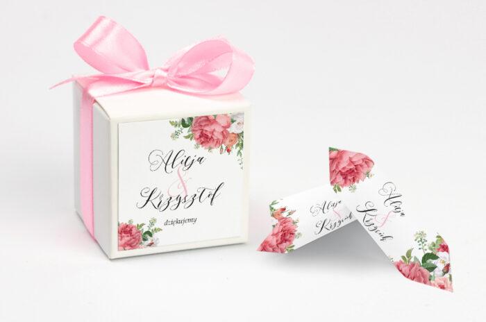 Pudełeczko z personalizacją do zaproszenia ze złotą podkładką - Koralowe Róże
