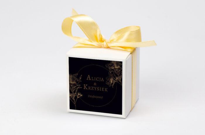 Pudełeczko z personalizacją do zaproszenia Geometryczne Czarno-białe – Delikatne Lilie - Ciemne