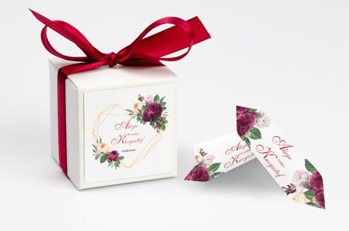 ozdobne-pudeleczko-z-personalizacja-do-zaproszenia-angielskie-roze-burgundowe-kokardka--krowki-z-dwiema-krowkami-papier--pudelko-