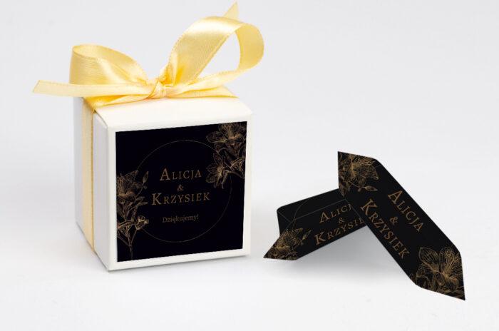 ozdobne-pudeleczko-z-personalizacja-geometryczne-czarno-biale-delikatne-lilie-ciemne-kokardka--krowki-z-dwiema-krowkami-papier--pudelko-