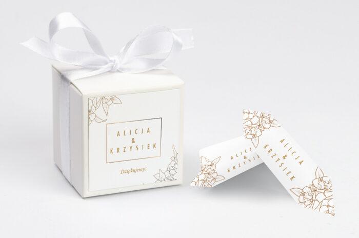 ozdobne-pudeleczko-z-personalizacja-geometryczne-czarno-biale-minimalistyczne-kwiatuszki-jasne-kokardka--krowki-z-dwiema-krowkami-papier--pudelko-