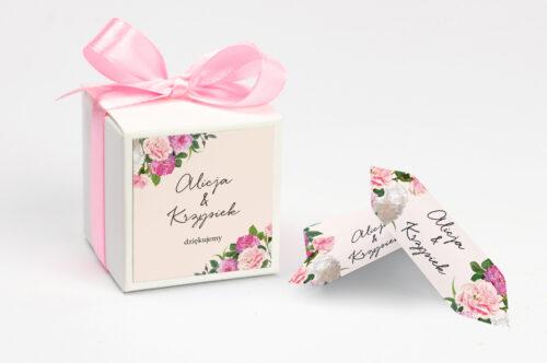Pudełeczko na krówki z personalizacją do zaproszenia - Eleganckie kwiaty - Białe i różowe piwonie