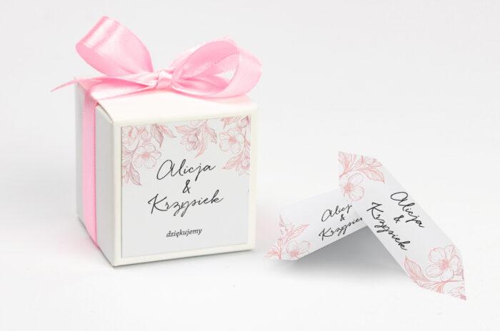 Ozdobne pudełeczko z personalizacją - Z nawami – Delikatne kwiaty – Pudrowe
