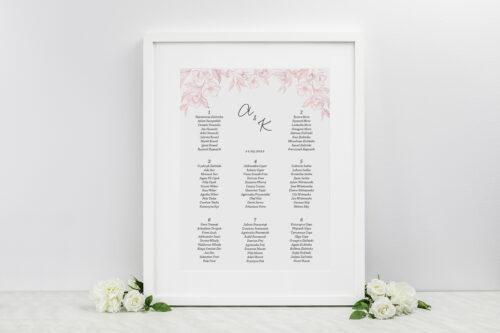 Plan stołów weselnych do zaproszenia z nawami – Delikatne kwiaty – Pudrowe