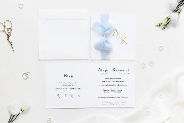 Minimalistyczne zaproszenie ślubne z szyfonową wstążką z dużymi literami