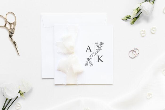minimalistyczne-zaproszenie-slubne-z-szyfonowa-wstazka-elegancki-kwiat-papier-matowy-350g-wstazka-szyfonowa-ecru-koperta-k4-blekitna