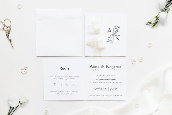 Minimalistyczne zaproszenie ślubne z szyfonową wstążką z kwiatami