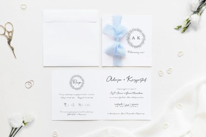 Minimalistyczne zaproszenie ślubne z szyfonową wstążką z gałązkami eukaliptusa