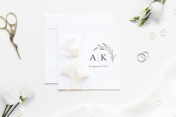 zaproszenie ślubne k4 minimalistyczne z szyfonową wstążką w gałązki lawendy