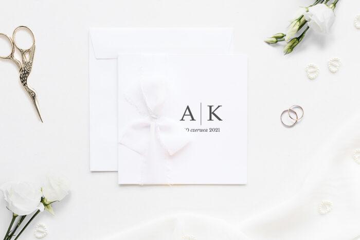 zaproszenie ślubne k4 minimalistyczne z szyfonową wstążką wzór inicjałów