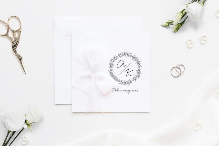 zaproszenie ślubne k4 minimalistyczne z szyfonową wstążką we wzór lawendowego wianuszka