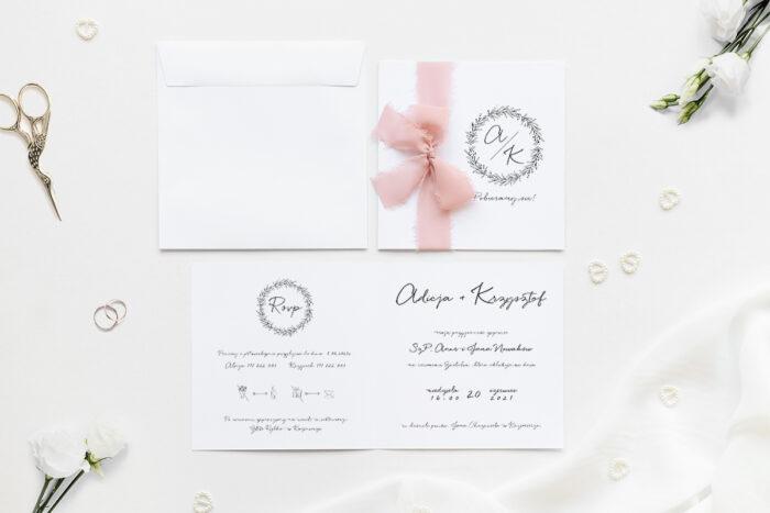 Minimalistyczne zaproszenie ślubne z szyfonową wstążką z wiankiem