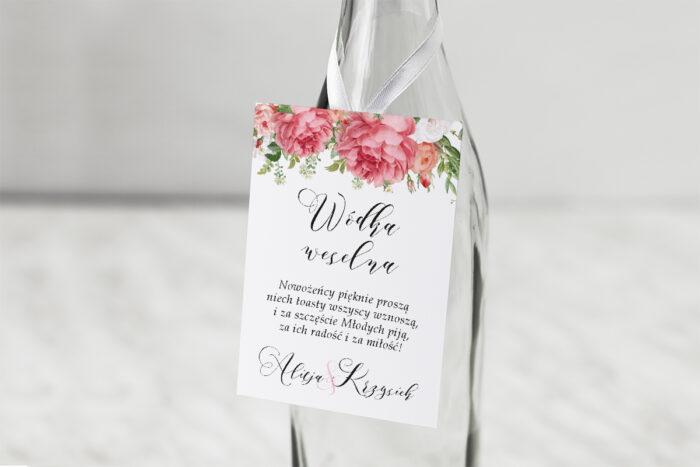 zawieszka-na-alkohol-do-zaproszenia-ze-zlota-podkladka-koralowe-roze-dodatki-zawieszka-papier-matowy