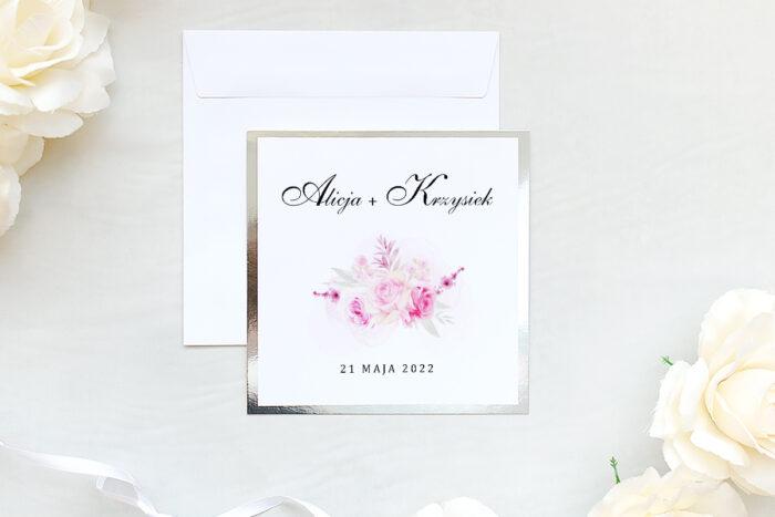 zaproszenie ślubne na srebrnej lustrzanej podkładce z różami