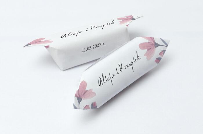 krowki-slubne-1-kg-bukiet-ze-wstazka-delikatnie-rozowy-papier-papier60g