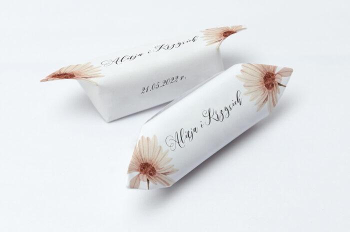 krowki-slubne-1-kg-bukiet-ze-wstazka-margaretka-papier-papier60g