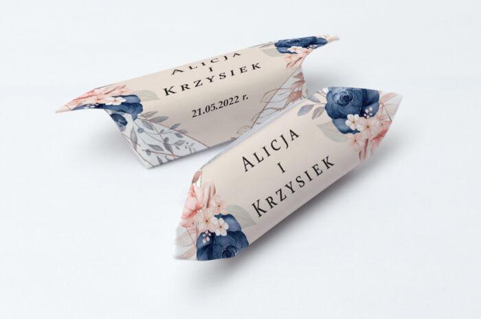 krowki-slubne-kwiatowe-galazki-pionowe-ze-wstazka-granatowy-akcent-papier-papier60g