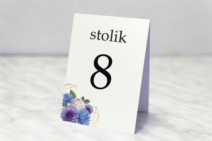 numer-stolika-do-zaproszenia-ze-zdjeciem-i-sznurkiem-niebieski-bukiet-w-sercu-papier-matowy