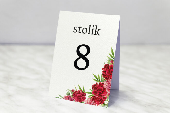 numer-stolika-do-zaproszenia-ze-zdjeciem-i-sznurkiem-czerwone-gozdziki-papier-matowy