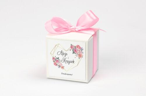 Ozdobne pudełeczko z personalizacją do zaproszenia ze zdjęciem i sznurkiem - Różowy bukiet w sercu
