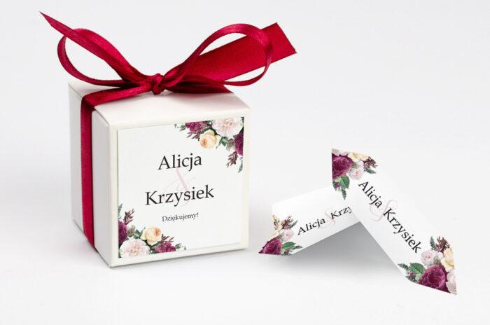ozdobne-pudeleczko-z-personalizacja-do-zaproszenia-ze-sznurkiem-piwonie-kokardka--krowki-z-dwiema-krowkami-papier--pudelko-