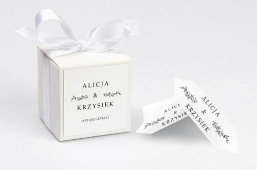 personalizowane pudełeczko na krówki do zaproszenia minimalistyczne delikatne