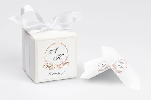 personalizowane pudełeczko na krówki do zaproszenia minimalistyczne ornament