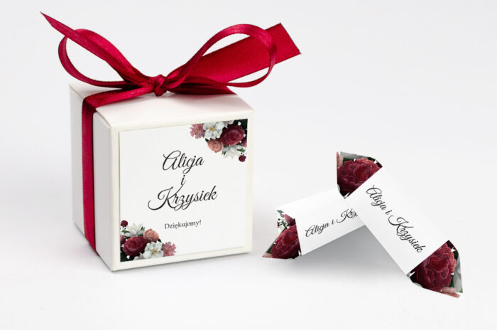 ozdobne-pudeleczko-z-personalizacja-boho-eleganckie-czerwono-bialy-bukiet-kokardka--krowki-z-dwiema-krowkami-papier--pudelko-