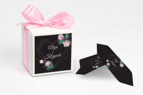 Ozdobne pudełeczko z personalizacją - Geometryczne Serce – Różowe Kwiaty Ciemne