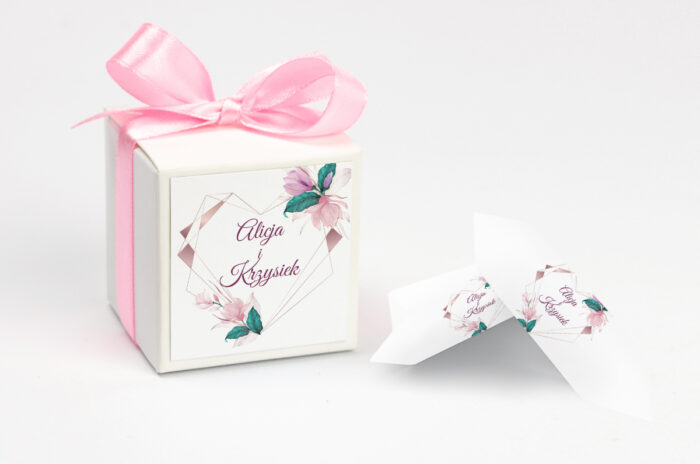 Ozdobne pudełeczko z personalizacją - Geometryczne Serce – Różowe Kwiaty Jasne