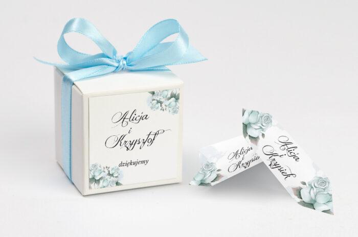 ozdobne-pudeleczko-z-personalizacja-kwiatowe-galazki-blekitne-roze-kokardka--krowki-z-dwiema-krowkami-papier--pudelko-