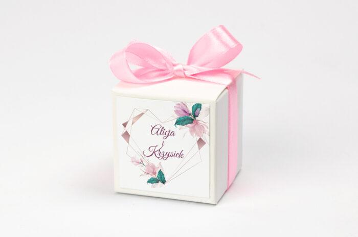 pudeleczko-z-personalizacja-geometryczne-serce-rozowe-kwiaty-kokardka--krowki-bez-krowek-papier--pudelko-na-krowki