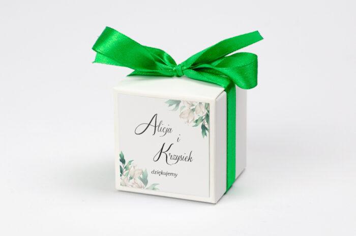 pudeleczko-z-personalizacja-kwiatowe-galazki-biale-roze-kokardka--krowki-bez-krowek-papier--pudelko-