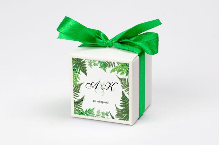 Ozdobne pudełeczko z personalizacją zaproszenia z kółeczkiem na sznurku jutowym – Paprocie