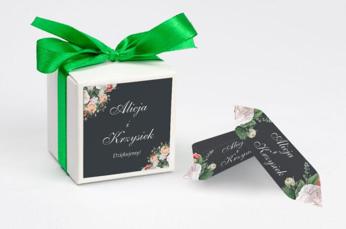 ozdobne-pudeleczko-z-personalizacja-kwiatowe-nawy-kolorowy-bukiet-kokardka--krowki-bez-krowek-papier--pudelko-