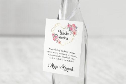 Zawieszka ślubna na alkohol - Różowy bukiet w sercu