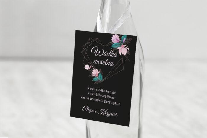 zawieszka-na-alkohol-do-zaproszen-geometryczne-serce-rozowe-kwiaty-ciemne-dodatki-zawieszka-papier-matowy