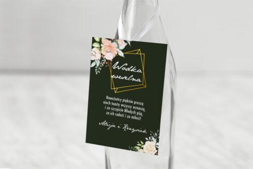 Zawieszka na alkohol do zaproszenia Kontrastowe z kwiatami - Jasna kompozycja kwiatowa